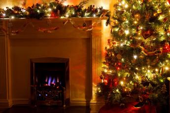 обоя праздничные, новогодний очаг, гирлянды, елка, камин, огонь