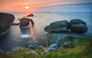 Скала с аркой в море бесплатно