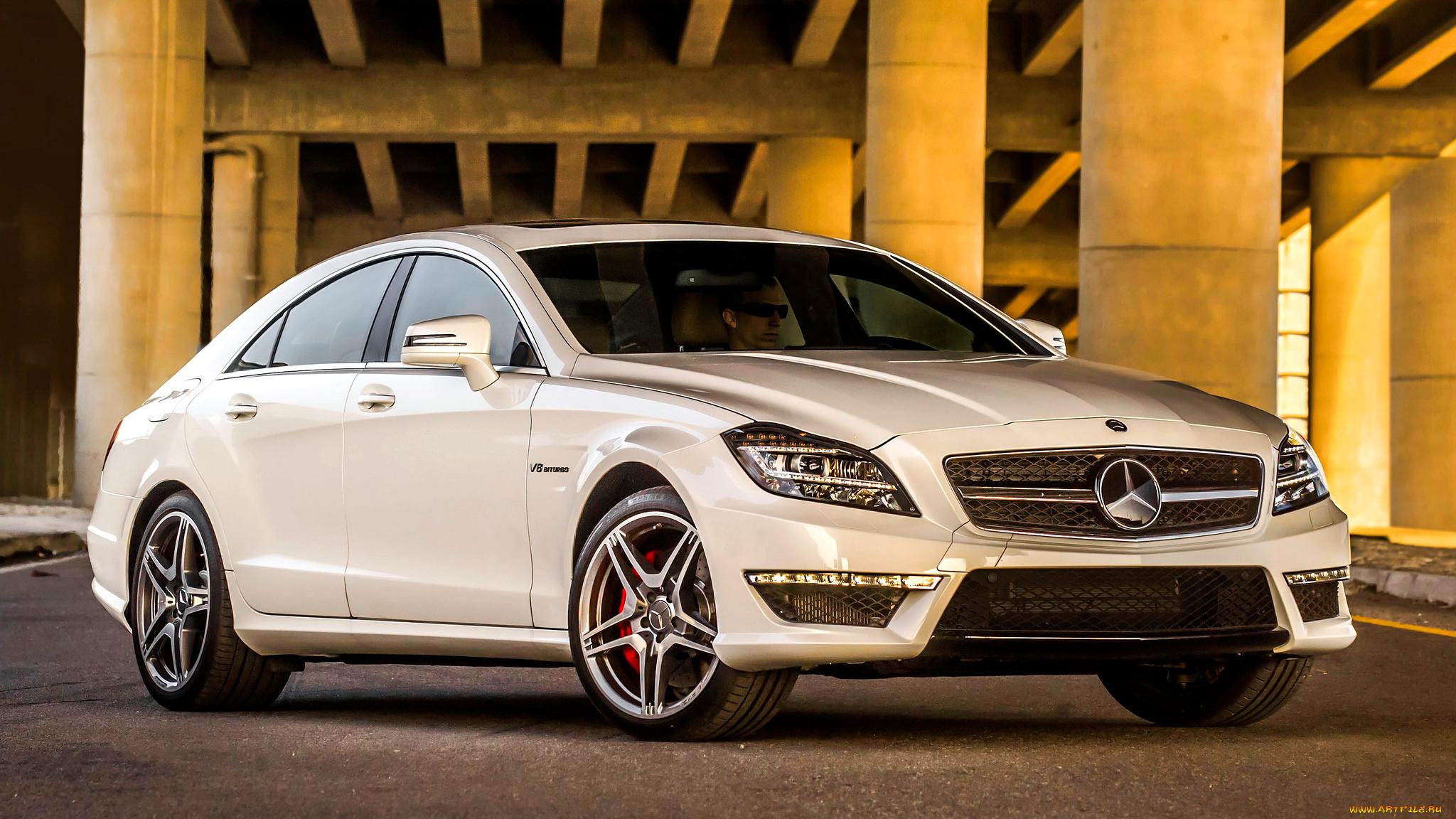Автомобиль Mercedes-Benz CLS63 в хорошем качестве