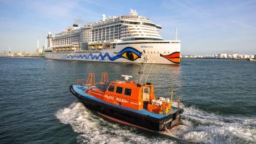 обоя корабли, разные вместе, лайнер, круиз