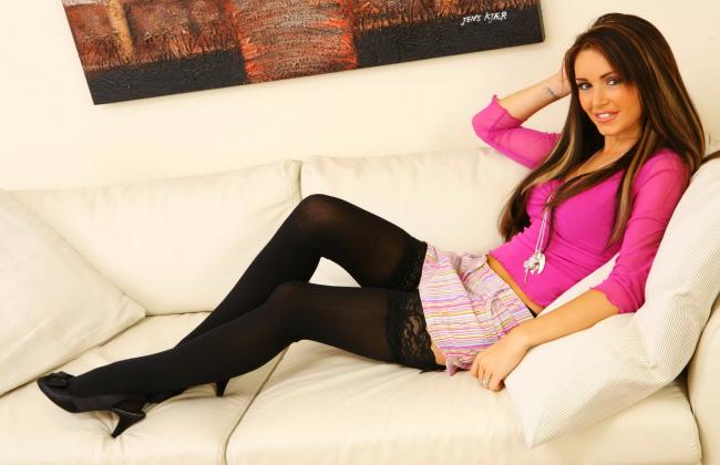 Фото девушек в чулках и мини юбках фото