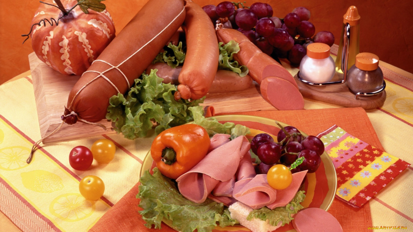Подарок из колбасы и сосисок