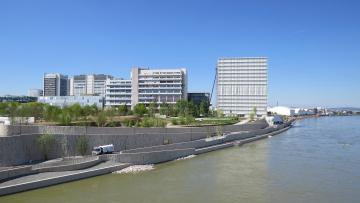 Картинка города -+панорамы дома река
