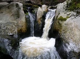 Картинка природа водопады расселина камни река водопад