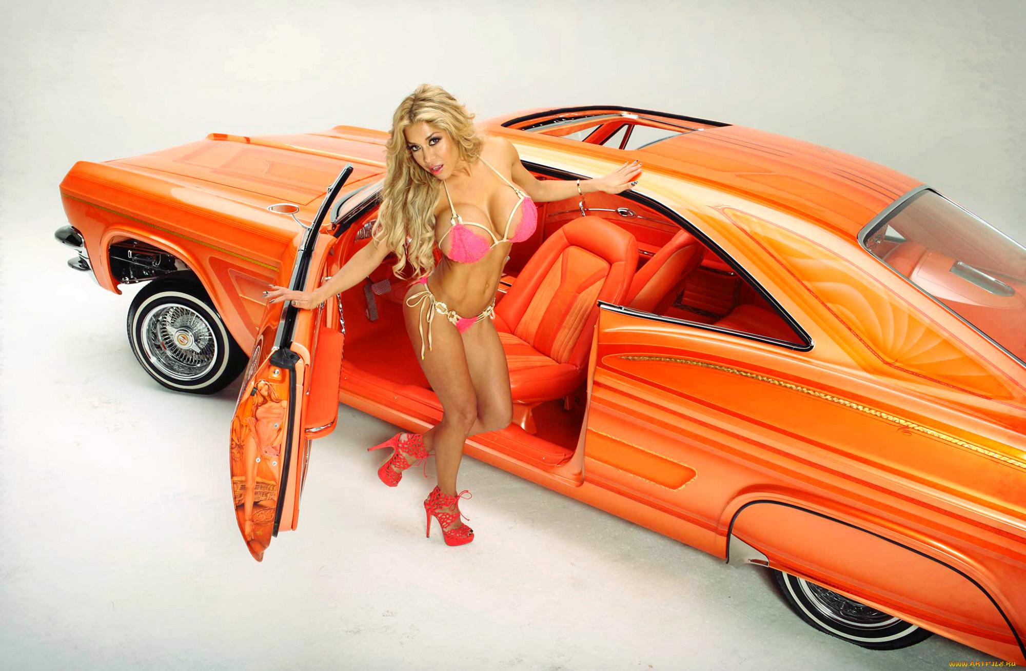 девушка блондинка оранжевый автомобиль volkswagen  № 729021 загрузить