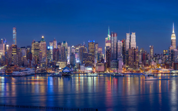 обоя города, нью-йорк , сша, здания, побережье, огни, ночь, небоскребы, причалы, панорама, залив, нью-йорк