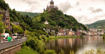 обоя германия, города, замки германии, деревья, горы, здания, водоем, люди, растения