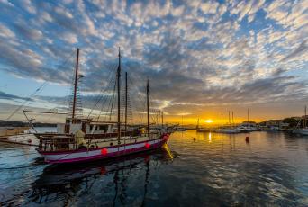 Картинка корабли парусники порт гавань рассвет шхуна