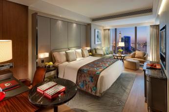 Картинка интерьер спальня pudong подушки shanghai окно диван цветы дизайн стиль город кресло кровать вид стол столики