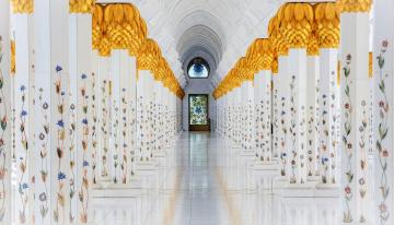 обоя большая мечеть шейха зайда,  абу даби,  оаэ, интерьер, убранство,  роспись храма, колонны, зал, цветы, роспись, золото, дверь
