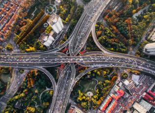 обоя природа, дороги, вид, сверху, дома, машины, осень, город