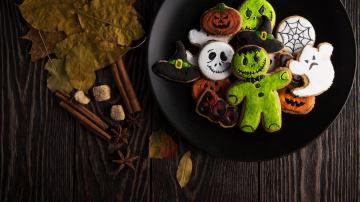 обоя праздничные, угощения, pumpkin, wooden, table, monster, ghost, wood, biscuit, halloween, hat, leaves, food, sweets