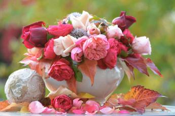 обоя цветы, букеты,  композиции, ваза, осень, букет, розы, листья