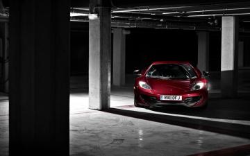 Картинка автомобили mclaren красный паркинг стоянка гараж