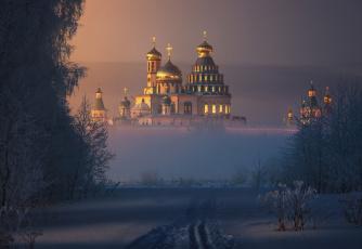 обоя города, - православные церкви,  монастыри, новый, иерусалим, собор, купола, кресты, свет, солнца, дымка, тумана, снег, ilya, melikhov