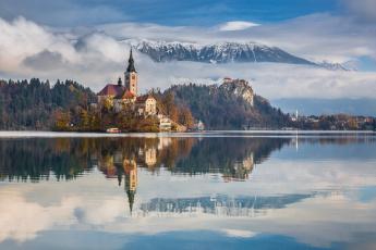 обоя города, - дворцы,  замки,  крепости, замок, озеро, лес, горы, небо, облака, отражение, pawel, uchorczak