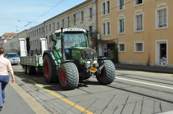 обоя техника, тракторы, город, улица, трактор