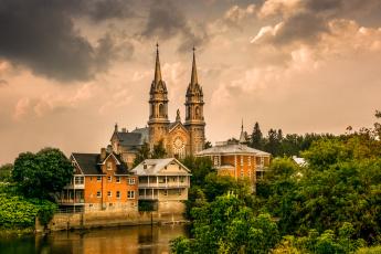 Картинка города -+католические+соборы +костелы +аббатства река храм