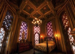 Картинка интерьер спальня кровать портьеры