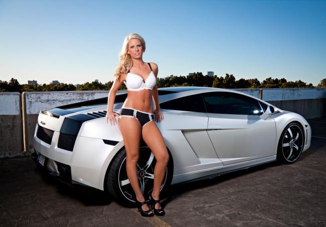 фото красивых девушек в нижнем белье возле автомобилей