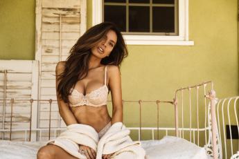 обоя девушки, sarah stage, окно, ставни, кровать, сара, стейдж, модель, свитер, белье