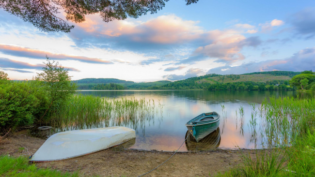 Обои картинки фото корабли, лодки,  шлюпки, деревня, кинлохард, троссач, шотландия, озеро