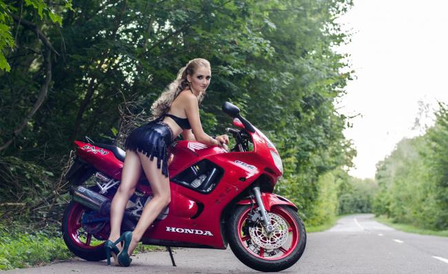 Обои картинки фото moto girl 857, мотоциклы, мото с девушкой, moto, girls