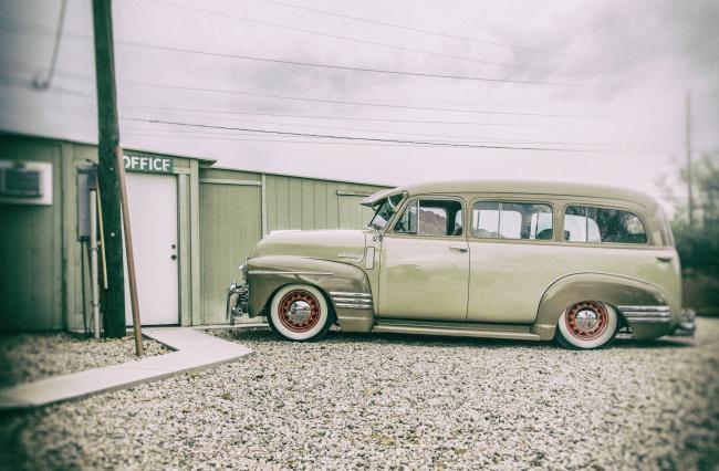 Обои картинки фото 1949-chevrolet-suburban, автомобили, custom classic car, chevrolet