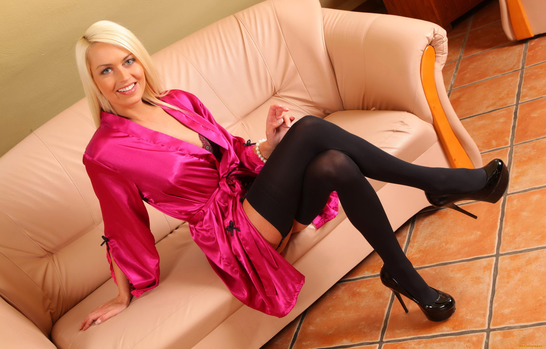 Секс с блондинкой в капроновых, Девушки в чулках. Порно в колготках 9 фотография