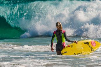 Картинка спорт серфинг surfing devushka doska volna