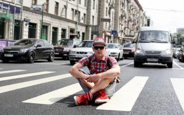 обоя жданиссимо браво-artem zhdanov, музыка, - другое, очки, певец, машина, дорога, парень