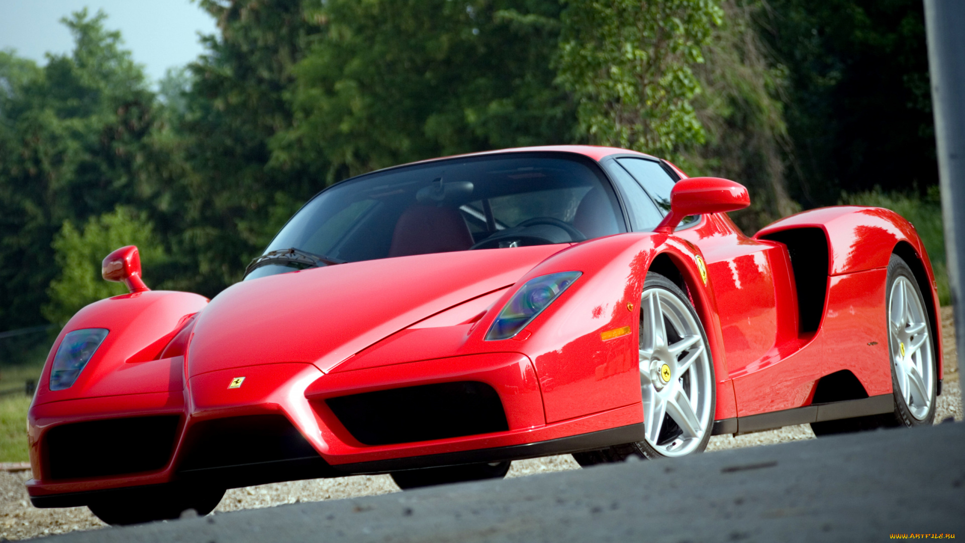 Черный спортивный автомобиль Ferrari Enzo  № 2892499 загрузить