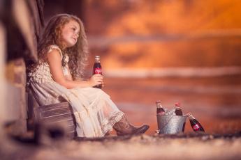 обоя бренды, coca-cola, ведерко, девочка, напиток, бутылки