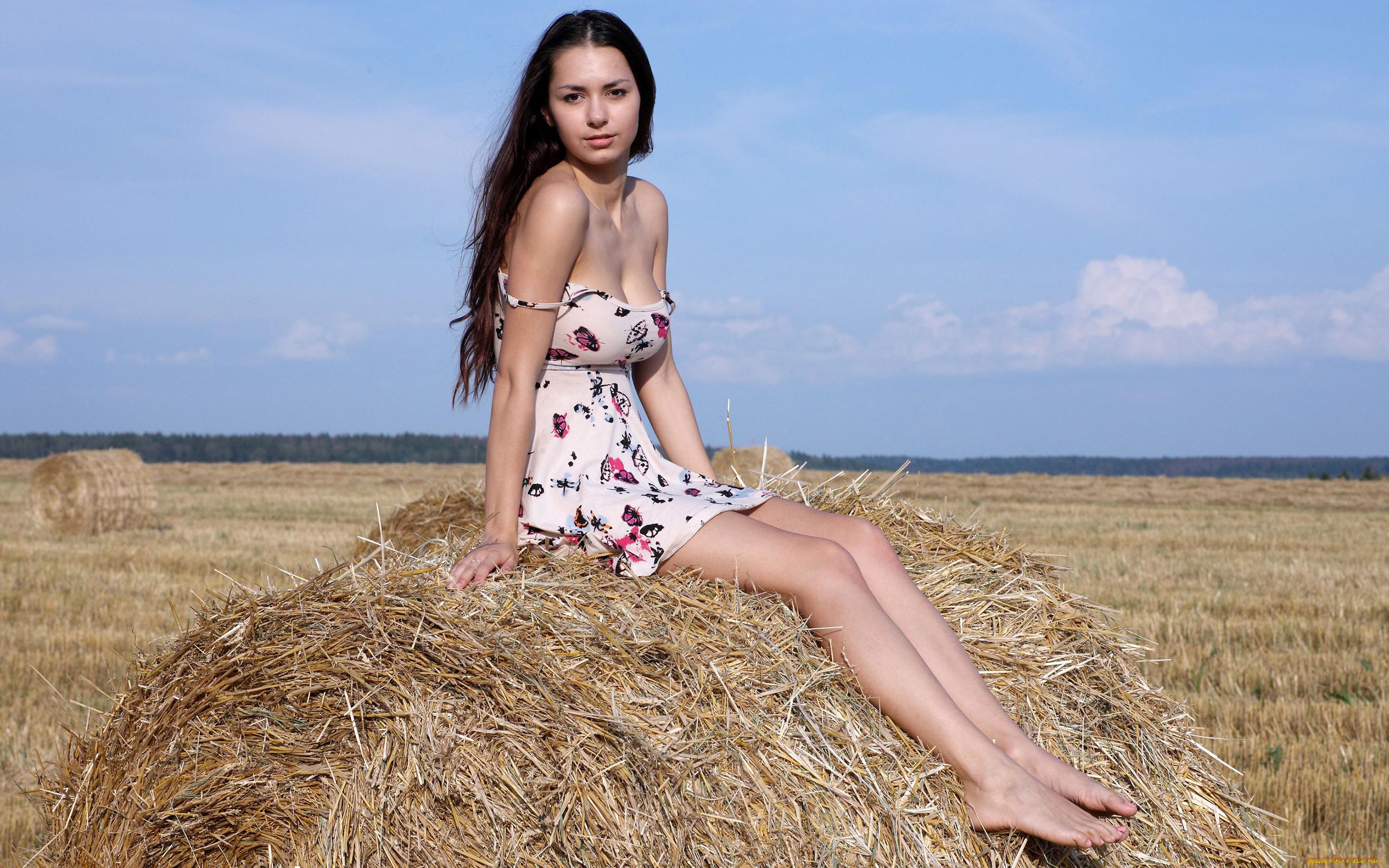krasivie-derevenskie-devushki-bez-odezhdi-na-prirode