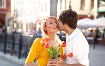 Картинка разное мужчина+женщина тюльпаны поцелуй влюбленные