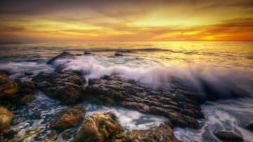 Картинка природа побережье пена камни волны океан зарево тучи