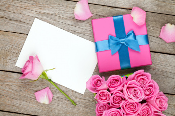 обоя праздничные, подарки и коробочки, розы, лепестки, коробка, подарок, бумага