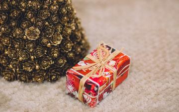 обоя праздничные, подарки и коробочки, шишки, коробка, подарок, праздник