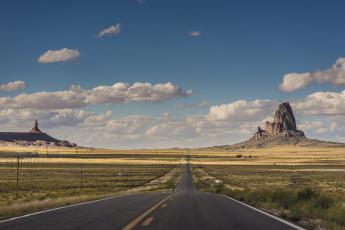 обоя природа, дороги, автомобили, долина, монументов, граница, дорога, юта, аризона, соединенные, штаты, линии, электропередачи, небо, облака
