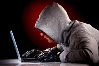обоя мужчины, - unsort, капюшон, парень, хакер, перчатки, ноутбук, щетина