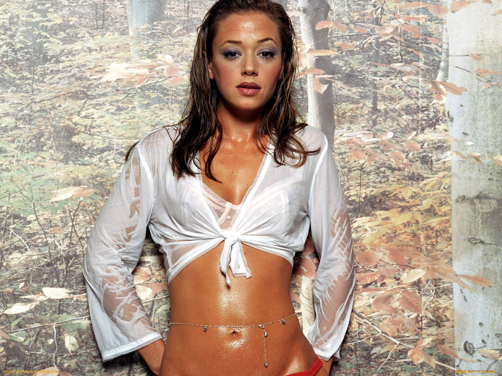фото девушки в мокрой блузке - 12
