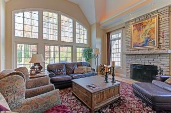 Картинка интерьер гостиная камин диваны свечи картина
