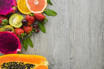 обоя еда, фрукты,  ягоды, апельсин, клубника, киви, цитрусы, листья, мята, ягоды, грейфрут