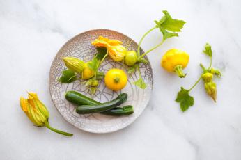 обоя еда, овощи, фон, листья, тыква, тарелка, цукини, цветы