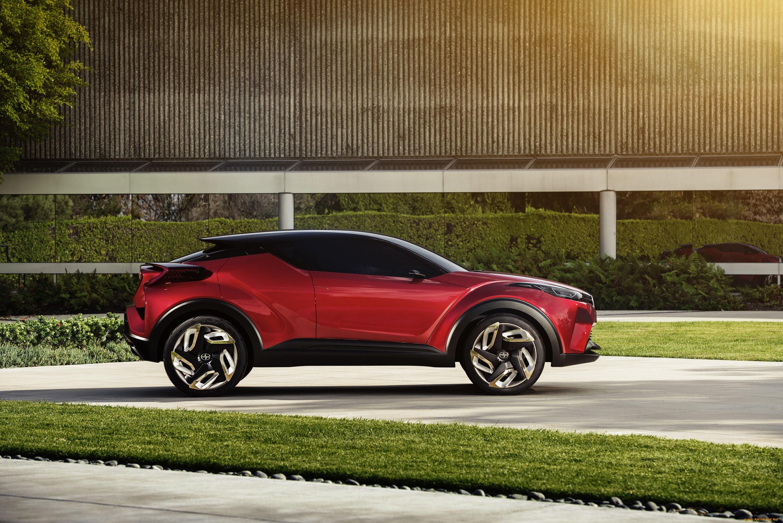 Toyota C-HR здание бесплатно