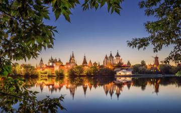 обоя измайловский кремль, города, москва , россия, башни, крепость, вечер, листья, огни, озеро