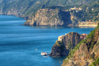 Картинка города -+пейзажи италия горы дома море лигурийское побережье манарола скалы Чинкве-терре