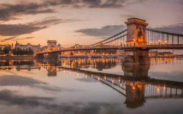 обоя города, - мосты, цепной, мост, опора, огни, вечер, венгрия, небо, будапешт, дунай, река, облака