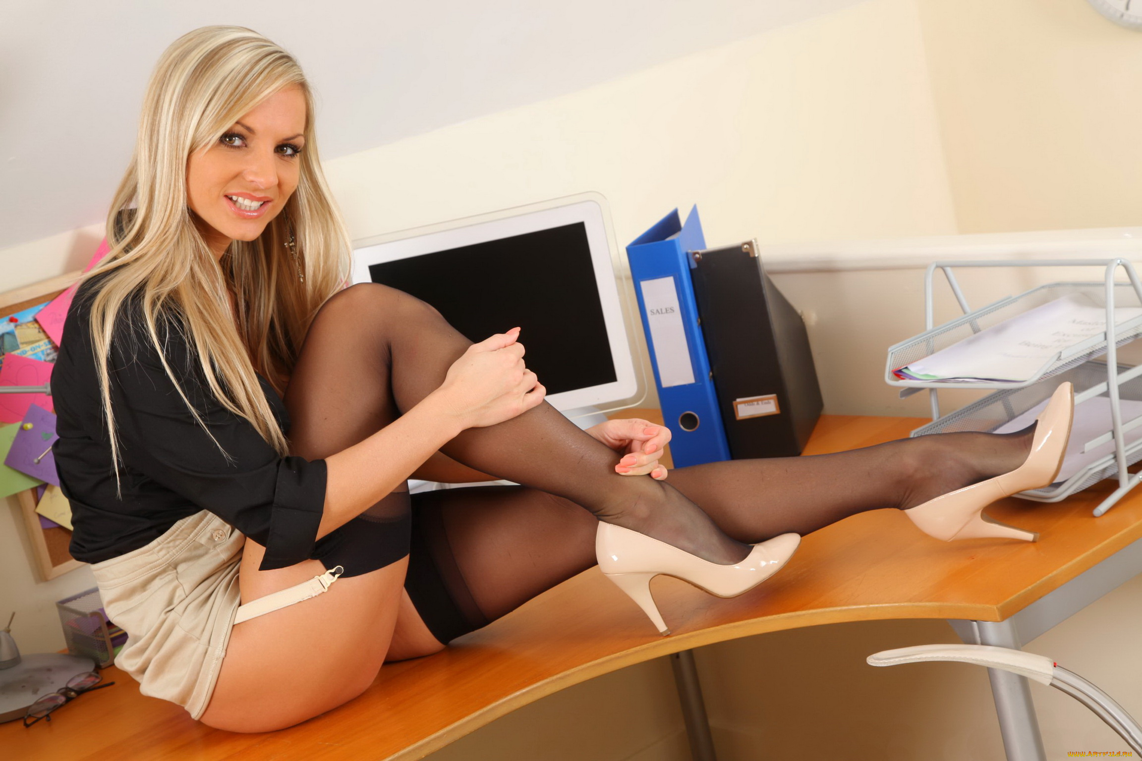 boys-hot-girl-in-the-office-big-boobs