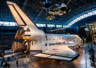 Картинка космос космические+корабли +космические+станции ангар шаттл